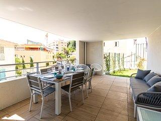 Magnificent T3 Near Monaco, sea view, terrace, garden