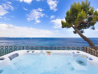 AMORE RENTALS - Casa Giovanna C with Terraces, Jacuzzi, Sea View and Direct Sea