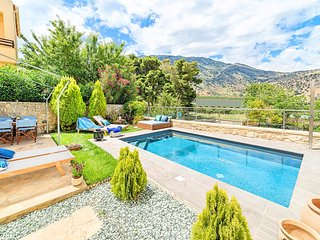 Villa Cressida with Private Swimming Pool