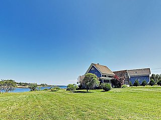 Quintessential 3BR Waterfront Cottage on Schoodic Peninsula - Near Acadia