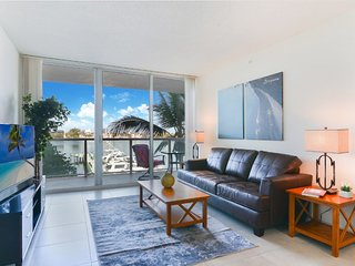 Waterfront apt close to Aventura Mall