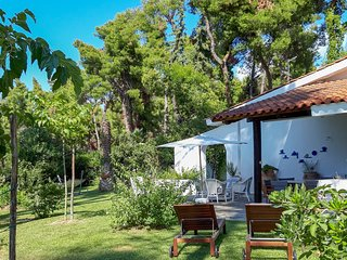 Villa Aurora with Garden and Pool, by JJ Hospitality