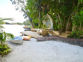 Private Beach Retreat with  Row Boat, Kayaks, Paddleboards!