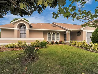Palm Bay Delight,  Large Grass Yard, 20 minutes to the beach