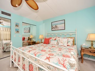 PERFECT BEACH GET AWAY! VERY SPACIOUS 2BD/2BA , NON SMOKING, 3 HDTV'S, FREE,FRE