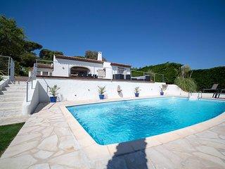 Luxueuse villa avec piscine et vue mer
