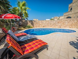 Bezger 3, Nadur - Gozo - semi attached with good size Private Pool and View