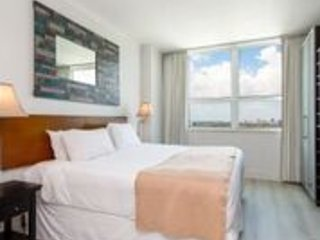 BEAUTIFULLY REMODELED HOTEL ARYA 1BD/2BA UNIT - BOOK NOW!