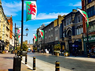 Experience Cardiff & Be Central To Top Attractions! September Deals Live SAVE
