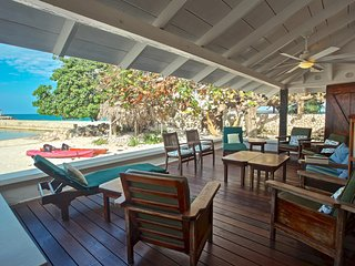 On Private White Sand Beach, Chef & Houskeeper inc, Kayaks, 5 Beds, 3 Bdrms