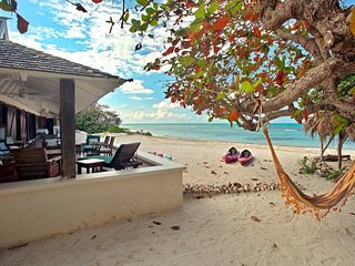 Cook & Housekeeper Free, On Private Beach, Kayaks, 5 Beds, 4 Bdrms, (RJC20)