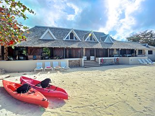 On Own Private Beach, Free Chef & Housekeeper, Kayaks, 7 Beds, 5 Bdrms, (RJC20)