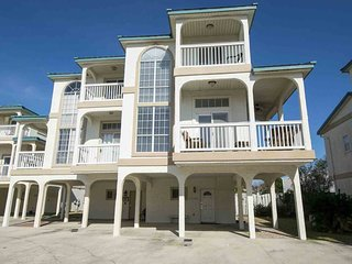 Upscale, coastal townhome w/community pool and hot tub!