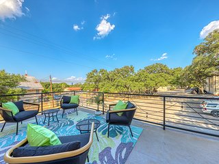 Lovely Austin retreat w/ balcony, enclosed backyard, close to downtown - Dogs OK