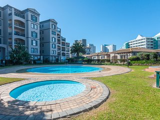 Sunny escape w/ balcony, shared pool & full kitchen - walk to the beach!