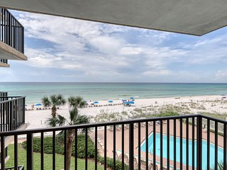 Waterfront condo w/ a shared pool, tennis courts, shuffleboard - beach access