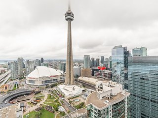 Simply Comfort. Unbelievable CN Tower View Studio.