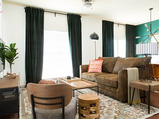 4BR Central Austin Apt #205 by WanderJaunt