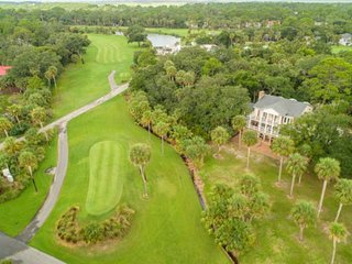 Elegant Southern Charm, Walk to Beach/Golf Courses, Ideal for the Family Reunion