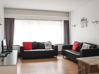 Amazing home in Oostende w/ WiFi and 3 Bedrooms