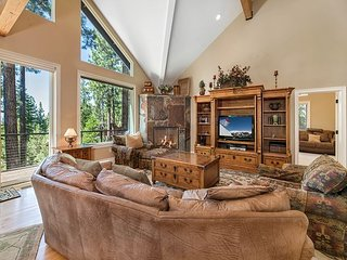 4BR Luxurious Tahoe Retreat + Private Hot Tub, South Lake Tahoe, Sleeps 12