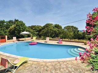 Nice home in Montaren et St Mediers w/ Outdoor swimming pool, WiFi and Outdoor s