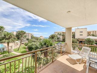 NEW LISTING! Gorgeous condo w/ shared lagoon style pool, hot tub, & beach access