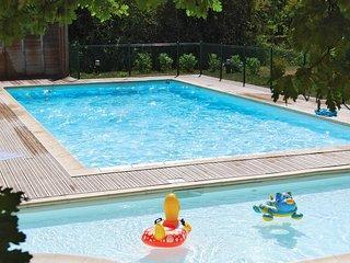 Maisonnette confortable avec terrasse | Accès Piscine, Fitness, Sauna !