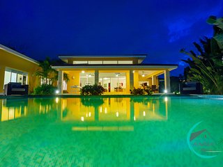 LUXURY VILLA 340 COCOTAL GOLF, 4BR, MAID, POOL&BBQ