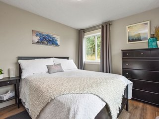 Kalama Oaks. Spacious private suite on the bluff, overlooking the Columbia River