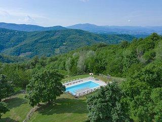 Felcino Nero Villa Sleeps 12 with Pool and Air Con