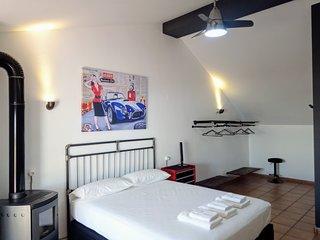 Casa Adosada en Valencia con Suite estilo Industrial. Relajacion y silencio.