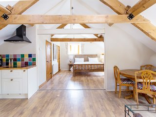 The Hayloft - Dorset village suite for two