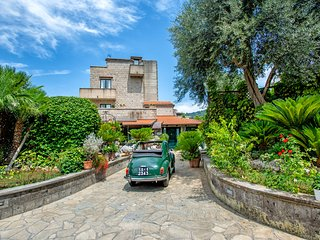 B&B Villa Concetta Sorrento center: FREE parking, pool, garden, breakfast, Wi-Fi