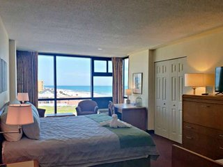 5th Floor Beach View Studio, King Bed at an Ocean Front Complex w/ Pool, Onsite