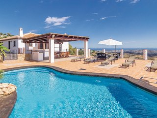 Amazing home in Mijas w/ WiFi, Outdoor swimming pool and 4 Bedrooms