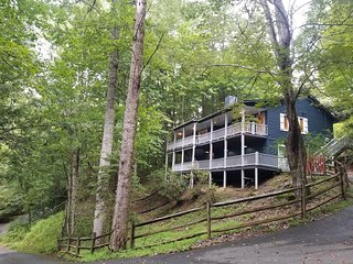 Peaceful getaway. Perfect for couples or families. Next to Grandfather Mountain!