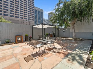 NEW LISTING! Dog-friendly condo in the Gaslamp w/ a patio - great location!