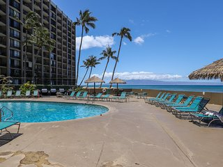 Oceanview condo w/ W/D, A/C, shared pool & grill - right on the ocean!