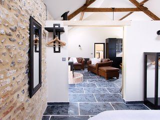 The Cowshed - Dorset village suite for two