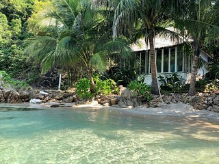 Beachfront House at Coconut Beach Bungalows