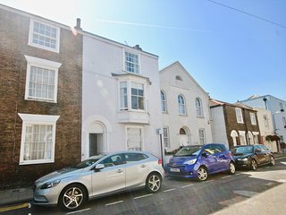 Elegant 4 bedroom period townhouse in the conservation area with a great garden