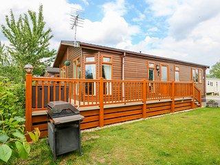 4 CASTLE VIEW, beautiful lodge with excellent views, en-suite, on-site