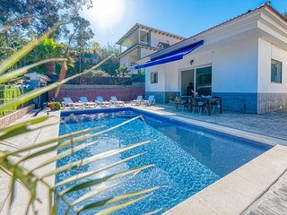 Lloret de Mar Villa Sleeps 10 with Pool and WiFi - 5771313