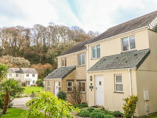 STARFISH COTTAGE, terraced house, plunge pool, tennis court, off road parking