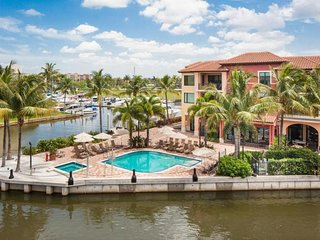 GREAT STAY! WATER VIEW 2BR SUITE, 3 POOLS, MARINA