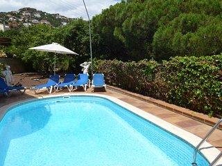 Lloret de Mar Villa Sleeps 10 with Pool and WiFi - 5245393