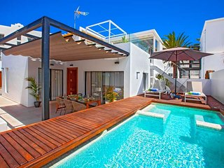 2 bedroom Villa with Air Con, WiFi and Walk to Beach & Shops - 5809736