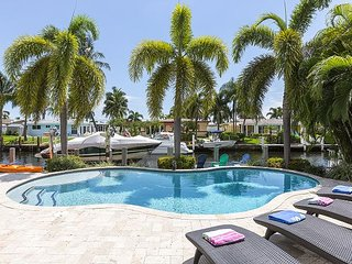 Pompano Beach Hacienda - 2 Bedroom Waterfront with Pool