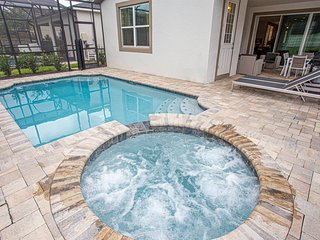 Stunning 5 Bedroom w/ Pool Close to Disney 1820